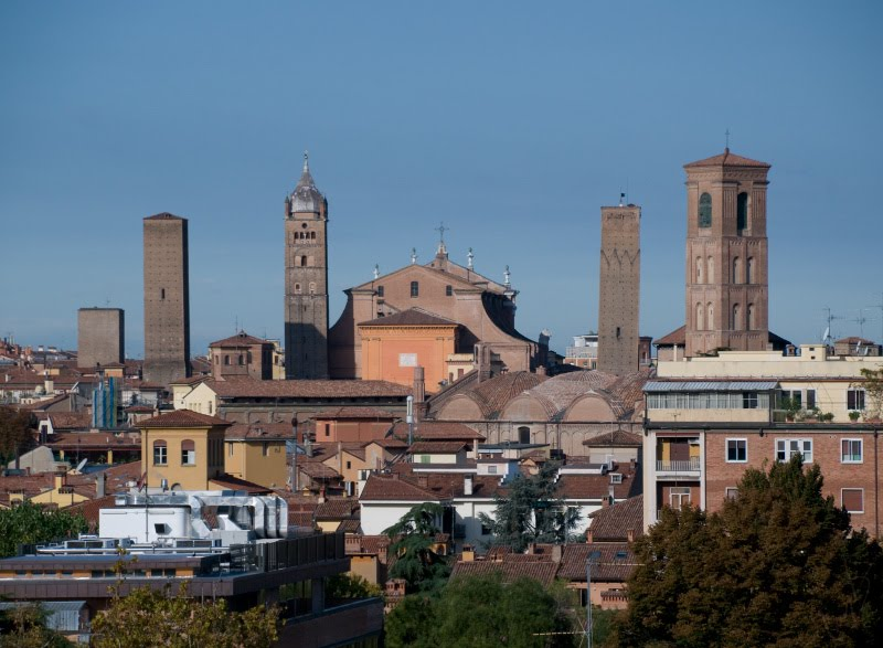 tiled roofs of Bologna towers churches houses крыши болоньи дома башни храмы автор Демидов Игорь