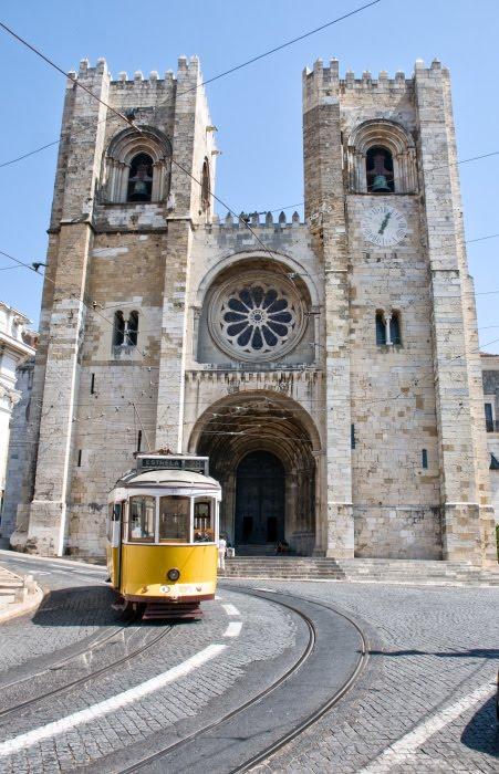Лиссабонский собор трамвай площадь автор Демидов Игорь Португалия Лиссабон Portugal Lisbon Se de Lisboa tram tramway