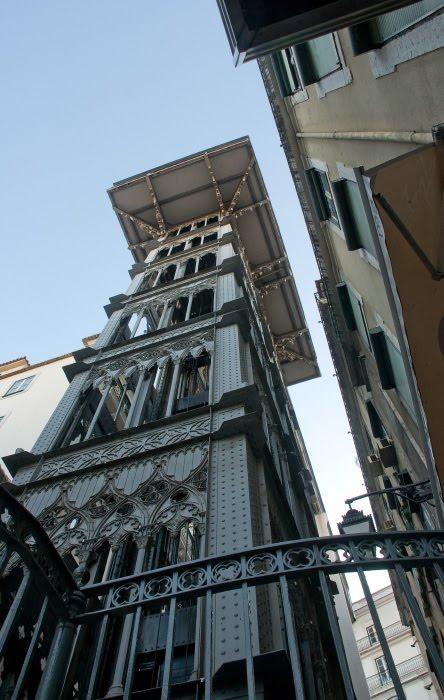 Лиссабон публичный лифт готика металлическая конструкция автор демидов Игорь Lisbon metal public lift metal gothic construction