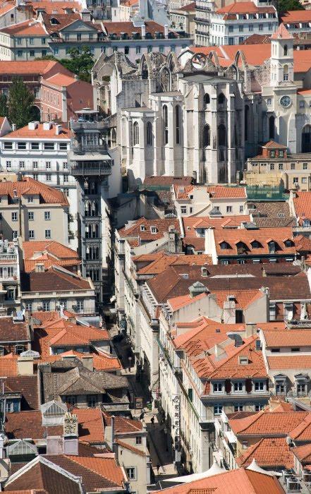 Лиссабон крыши домов руины монастыря Кармелитов автор Демидов Игорь Lisbon roofs Iglesia do Carmo ruins street landscape