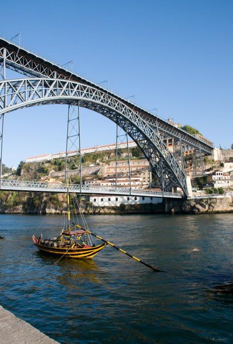Порту мост Дона Луиша полосатая лодка металлическая конструкция автор Демидов Игорь ponte Luish stripy boat Doru river Portu