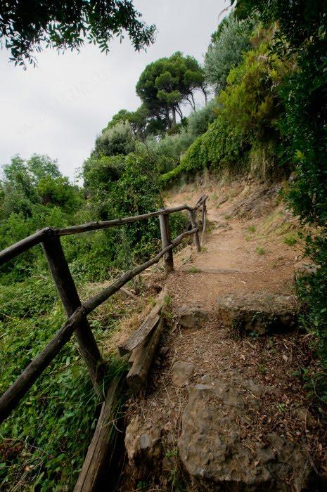 Горная тропа Портофино Сан Фруттозо перила горы делень автор Демидов Игорь mountain path from Portofino to San Fruttoso