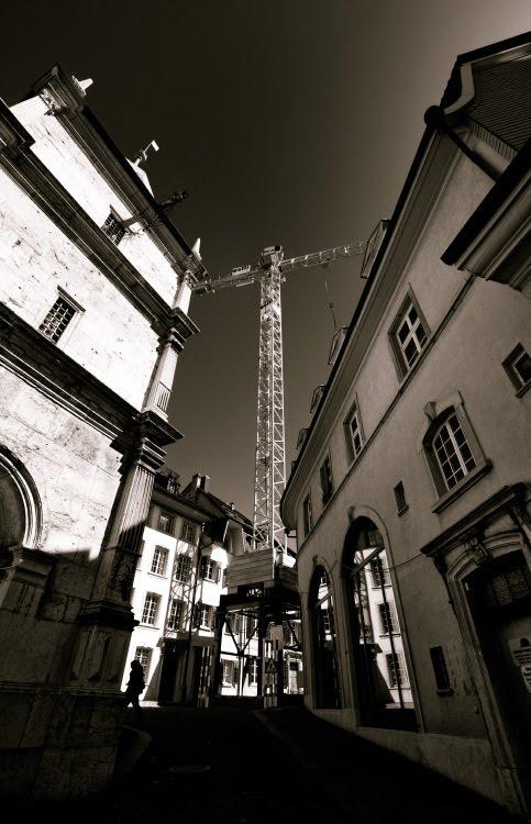 строительный кран возвышается над Золотурном как огромный крест автор Демидов Игорь crane standing over the town like a giant cross